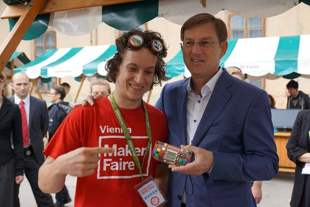 The prime minister of Slovenia just loves the MAKERbuino