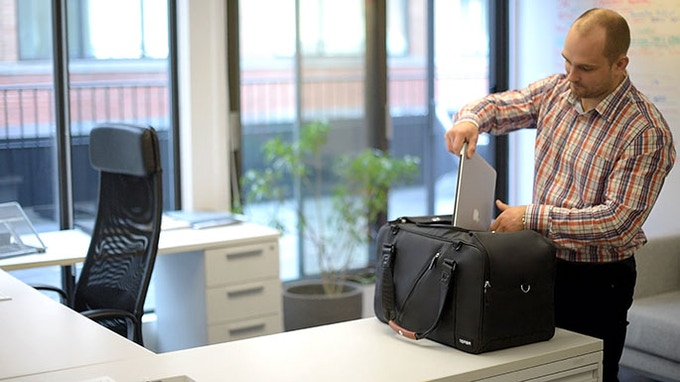 Keep your laptop secured with the multipurpose strap, and easily accessible for airport security checks.