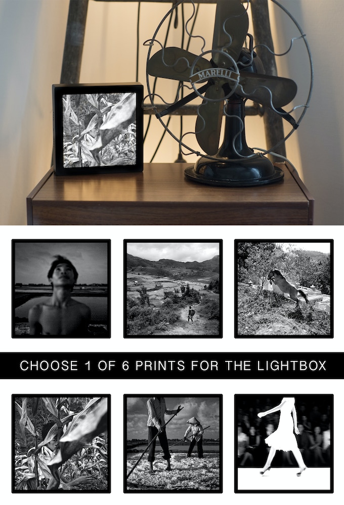 "The 7"" (18 cm) Lightbox with your choice: 1 of 6 prints"