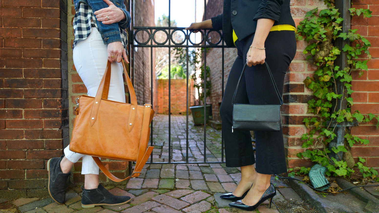 Full Grain Vegetable Tanned Leather Bags for Men & Women. Classic Exteriors, Organized & Modern Interiors. Made Responsibly