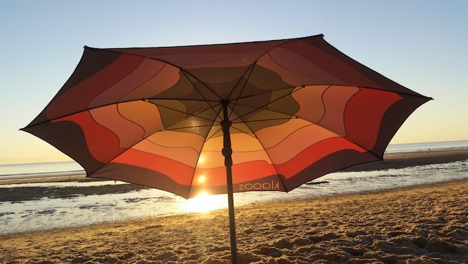 klaoos parasol your new beach umbrella by klaoos kickstarter. Black Bedroom Furniture Sets. Home Design Ideas