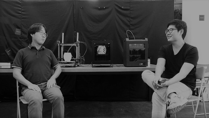 Co-founders, Jongeun Choi and Minhyuk Kang with three 3D printers They developed