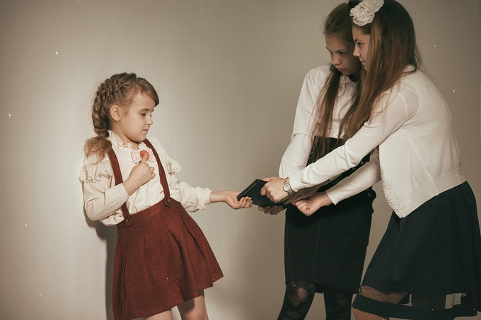 Bow2Tie for girls disguised as a stylish accessory