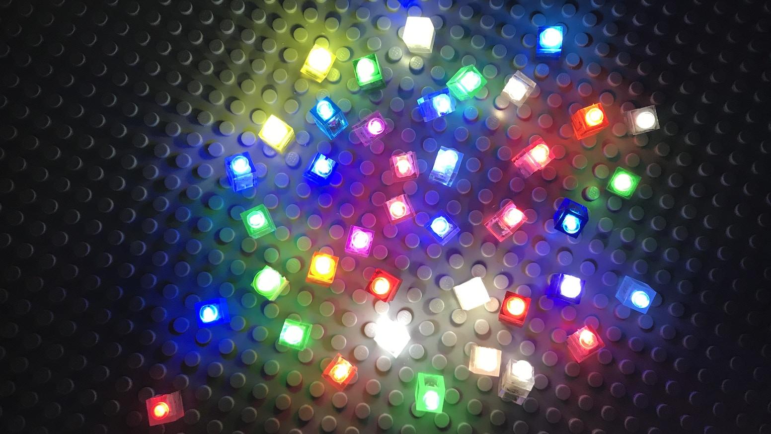 I brix wirelessly powered lighting system for lego bricks