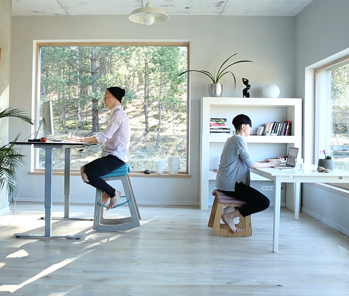 Muista comes in two sizes to accommodate YOUR workspace, be it next to a height-adjustable desk or a regular desk.