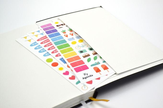 Une pochette pour ranger tous vos trésors + 3 planches de stickers