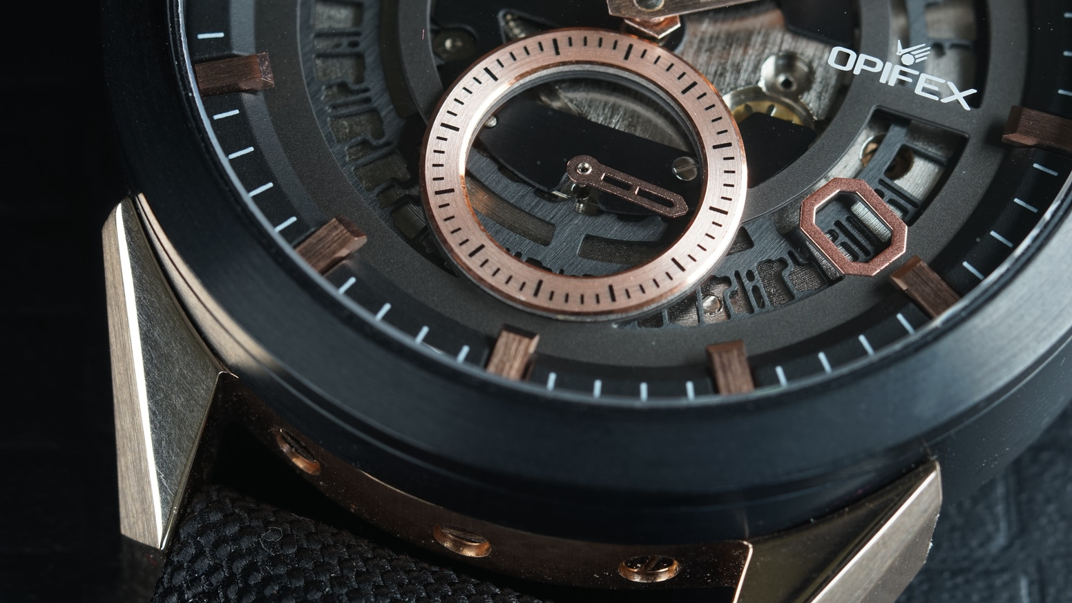 OPIFEX is a team of watchmakers that experience in Swiss watch manufacturing. We are proud to introduce our first timepiece, Venture, which equips our automatic calibre with unique skeleton date feature