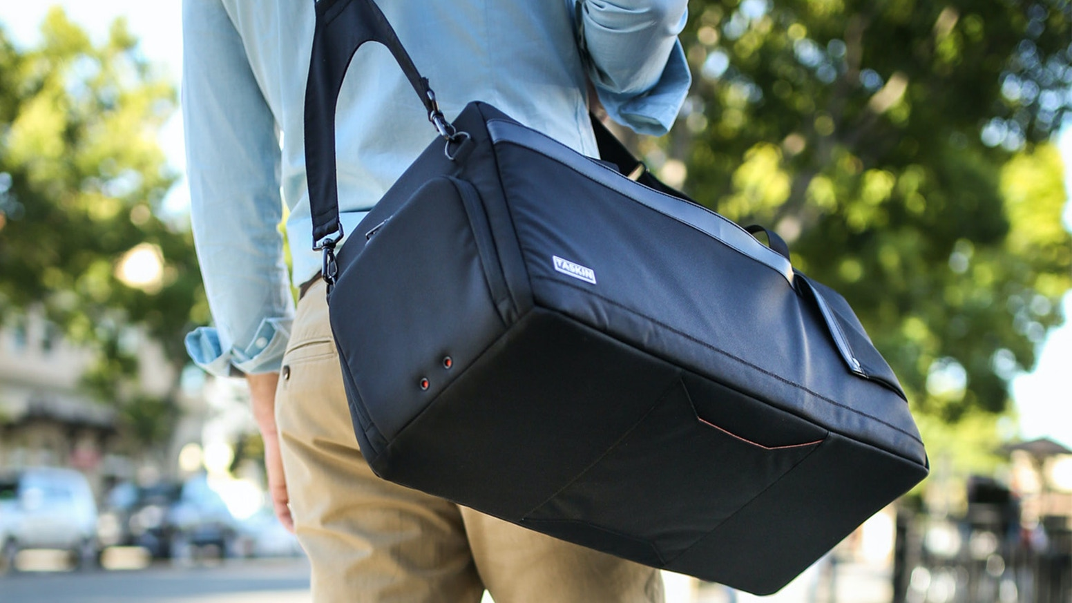 Sleek design and savvy features make Taskin Kube the best-designed duffel bag anywhere.