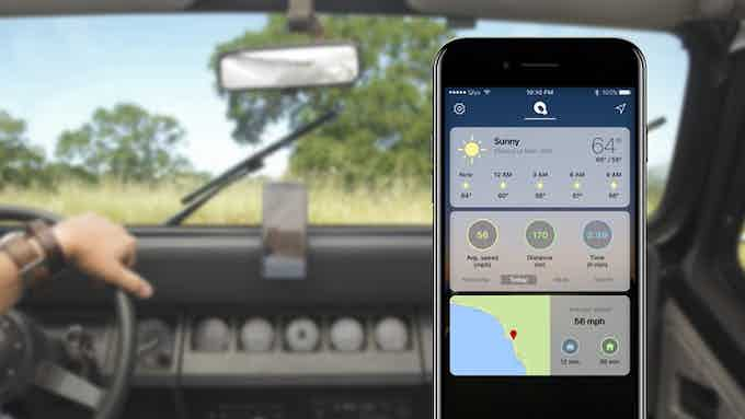 With QLYX you will be distracted no more: the mount keeps the smartphone within your field of view, while the application - your hands on the wheel.