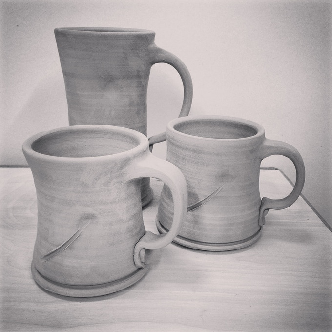 choice of- small. coffe mug or large beer mug. glaze will vary.