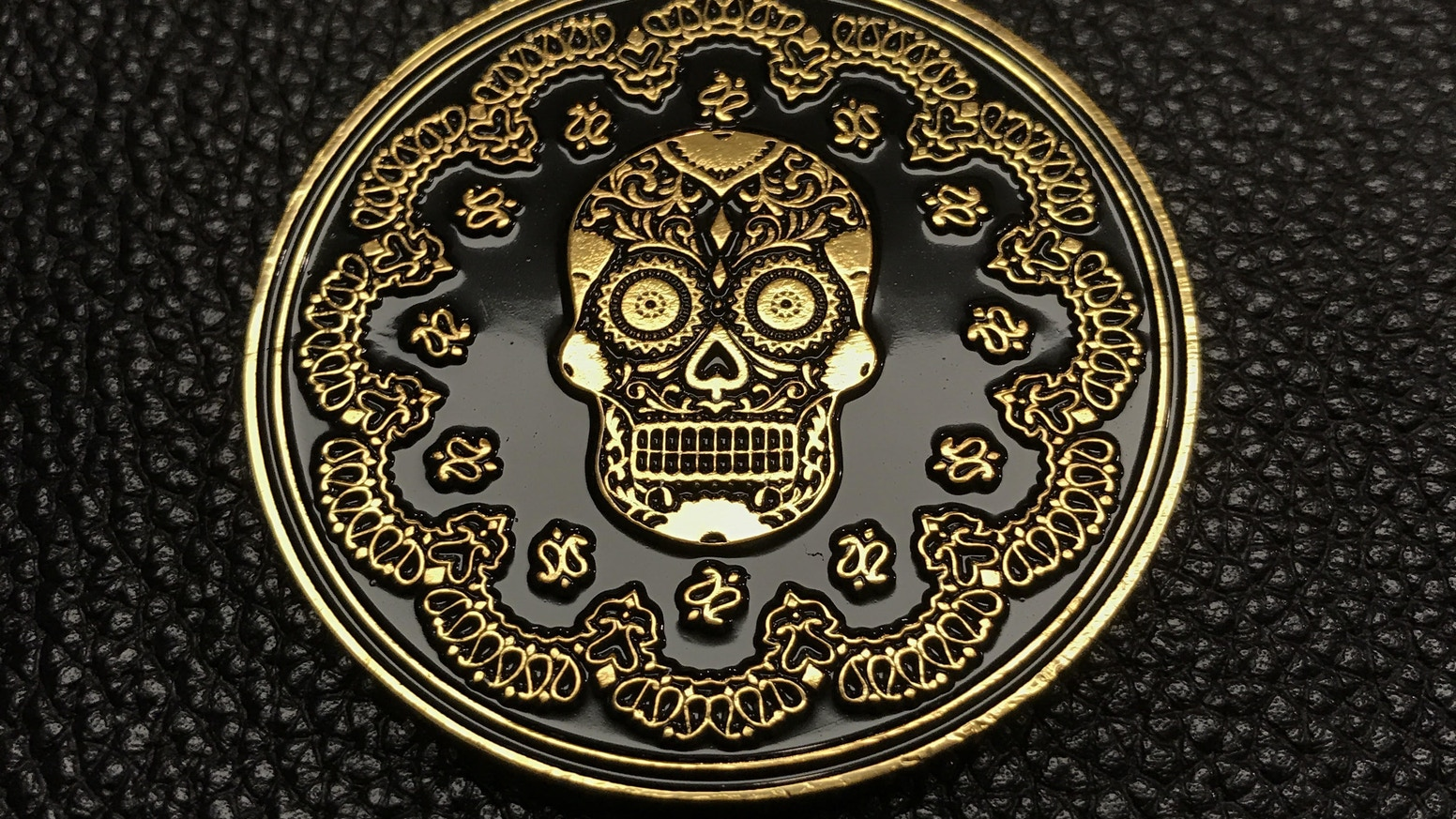 Coins beautifully designed with artwork for the Day of the Dead. Now with Dia de los Muertos Pins!
