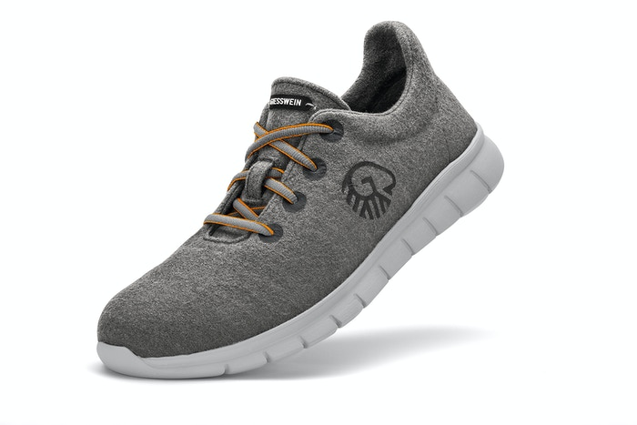 WOOLEN LIGHT COMFORT Runners. Made of 100% Merino Wool 3D Stretch, a worldwide unique fabric by GIESSWEIN - Made in AUT, Europe.