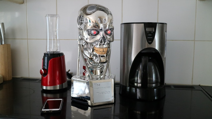 Image shows scale of T-800 alongside coffee maker and mobile phone