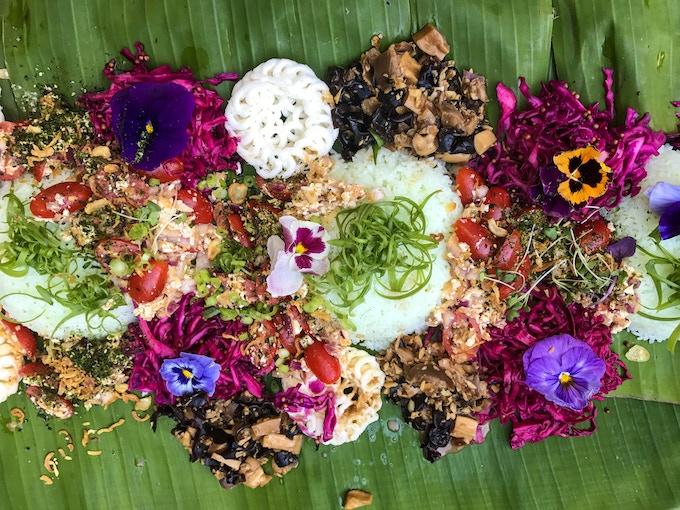 kamayan table