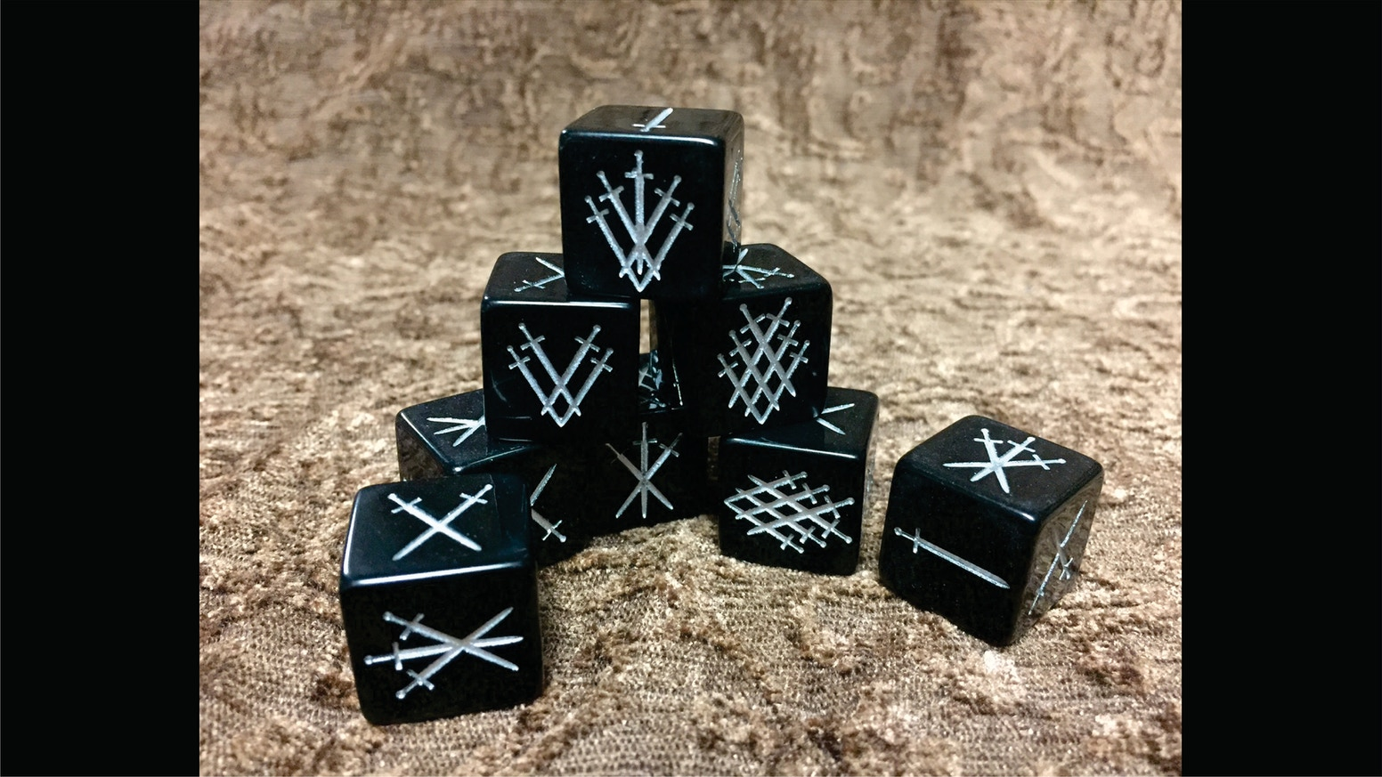 Whoso pulleth out these dice from this dice bag is rightwise king born of all England! These d6s are 19mm and full of Arthurian theme!