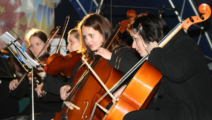 Strings section Cellos.