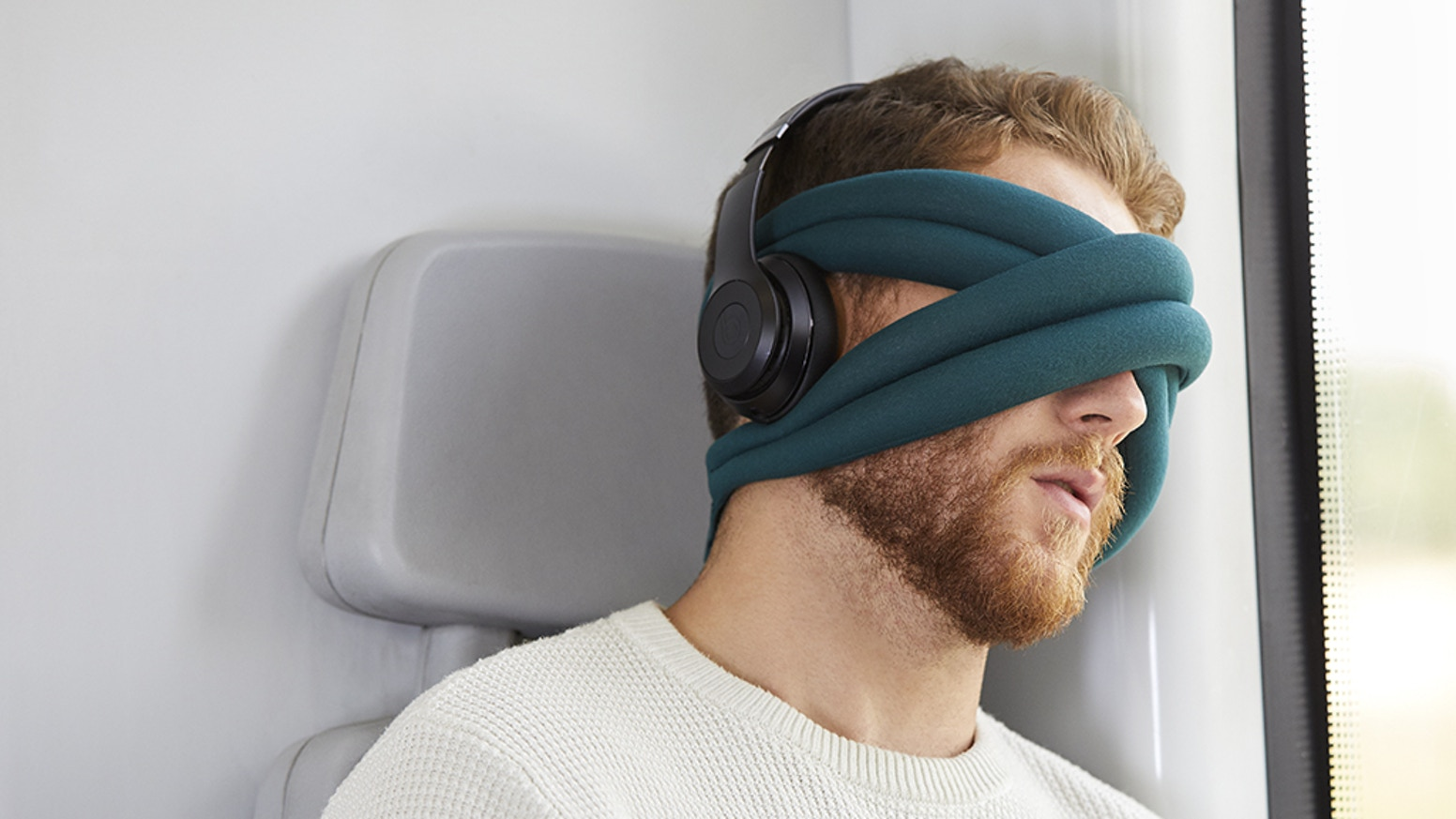 The most stylish eye pillow providing you a cocoon to disconnect and rest in the blink of an eye, wherever you want, whenever you want.
