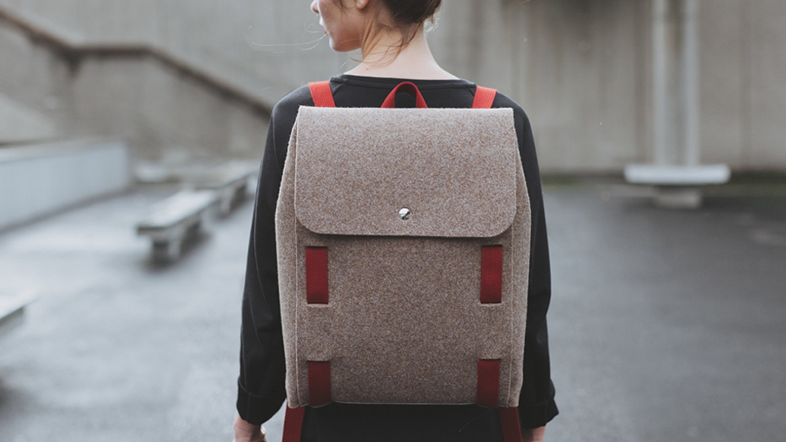 The backpack made from one single piece of waterproof wool-felt. Made in France, assembled by you. Choose from a wide range of colours!