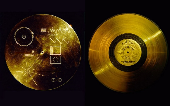 The Golden Record cover with extraterrestrial instructions