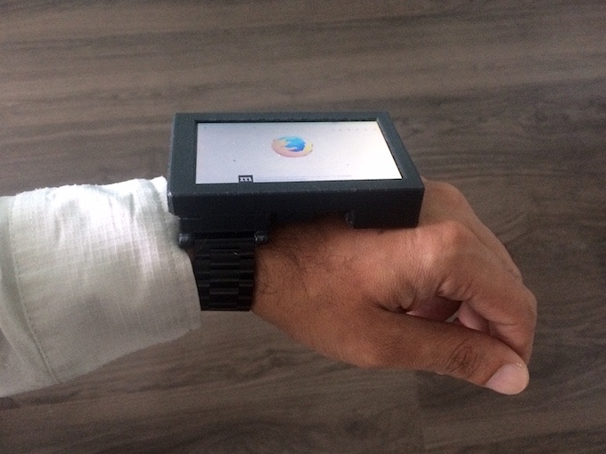 Attach any 22mm watch strap to the Noodle Wrist dock and wear Noodle Pi on your wrist!