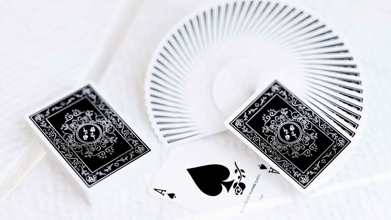 A breath of the past century meets modern minimalism. Both art styles harmonize perfectly with each other in this deck of cards.