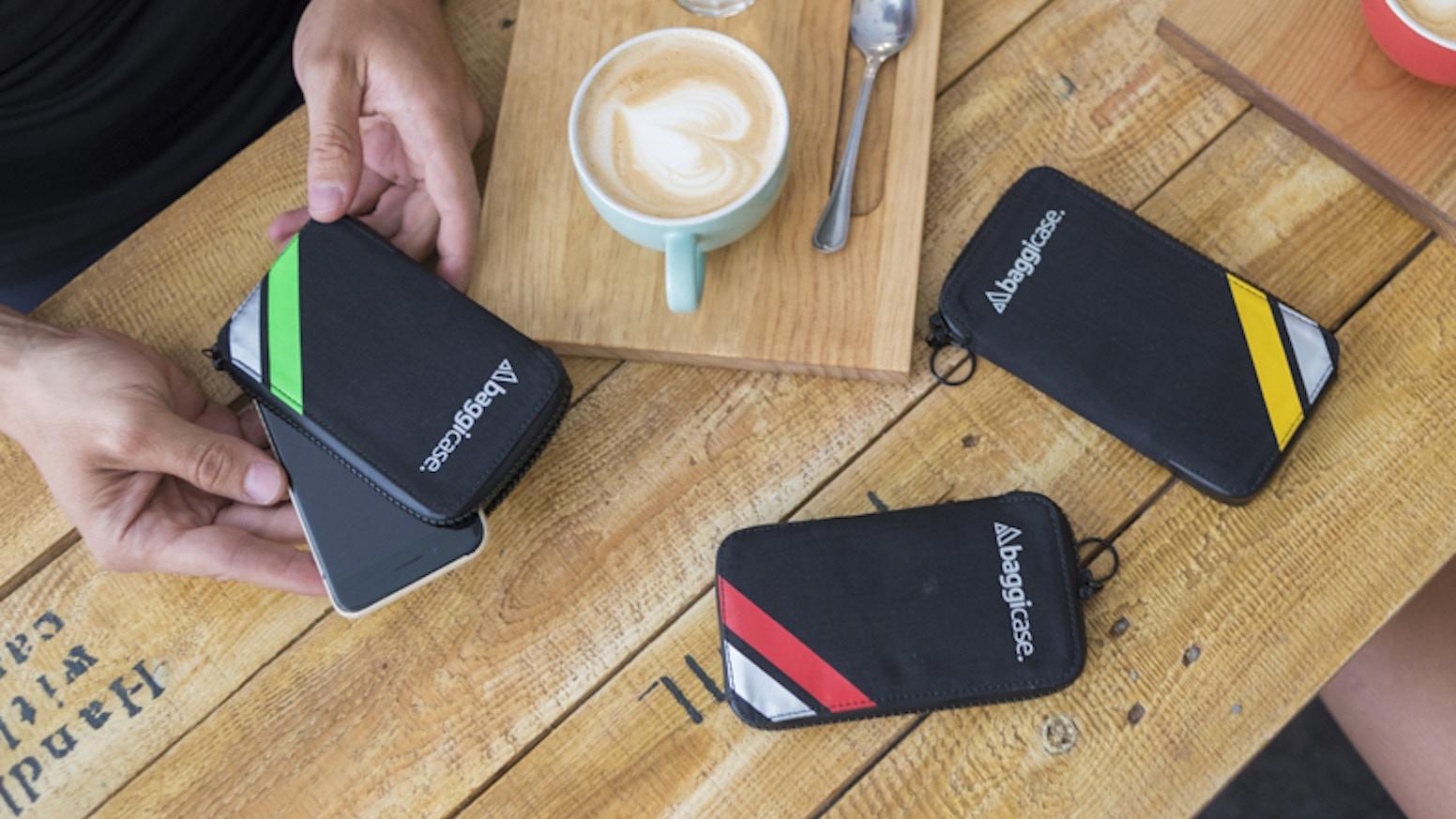 Hemos creado la mejor funda para el móvil, el dinero y la documentación del ciclista. Impermeable, ligera, compacta y muy funcional.