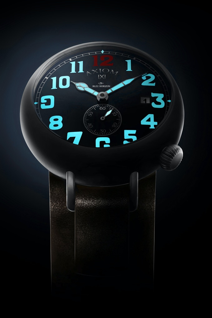 The «26» BLEU HORIZON is ready to conquer the darkness with its blue lume