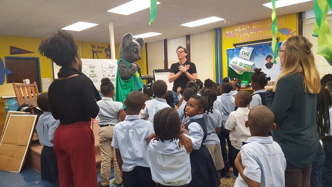 Rozzie making his Energy Rescuers promise in a Memphis school.
