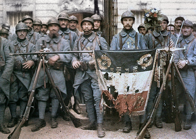 Soldiers with the Drapeau Tricolore