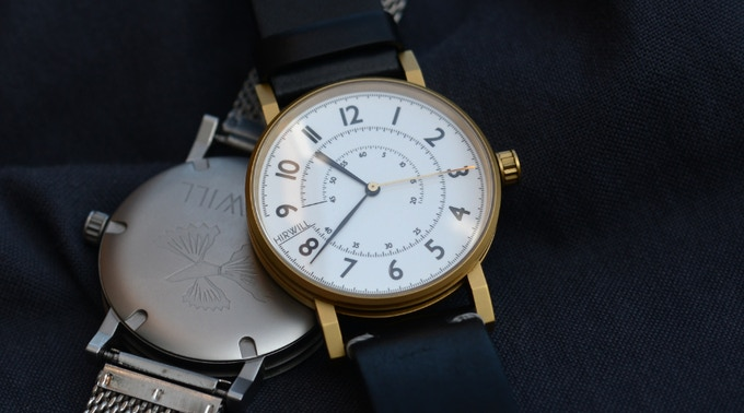 A uniquely designed 38 mm case in 316 stainless steel