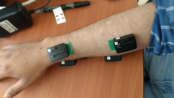 Investigación para el control de un brazo robotico por EMG