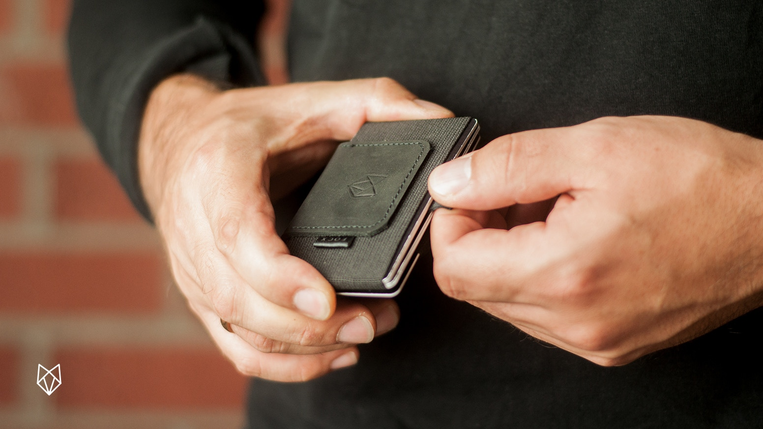 A pull-tab minimalist smart wallet. Designed for every day.