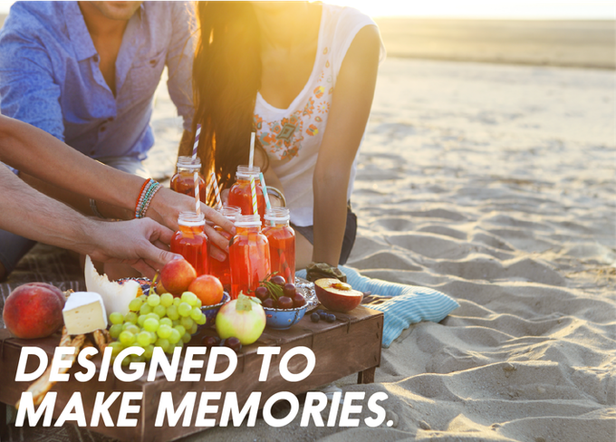 Surprise your friends with a fresh sparkling cocktails at a picnic!