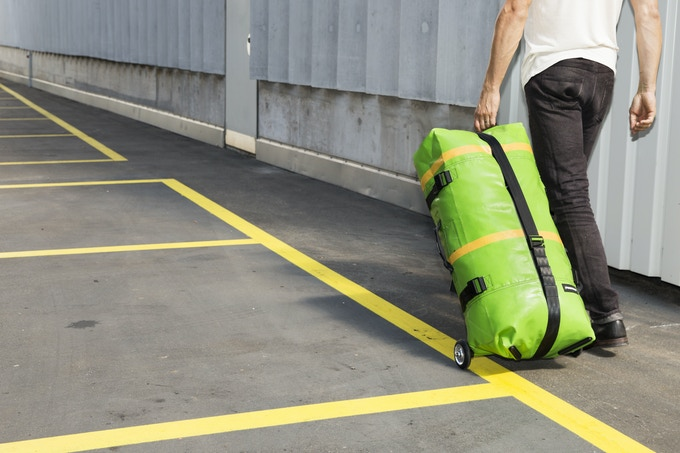 The bag has a capacity of 85 liters (5200 in3).