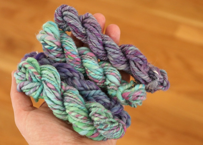 Hand dyed and hand spun mini skeins.  Perfect for wrapping presents! - Pledge $10