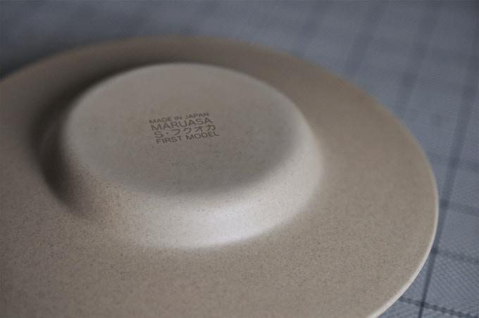 ソーサーの裏側には『初期生産』の刻印が刻まれます。