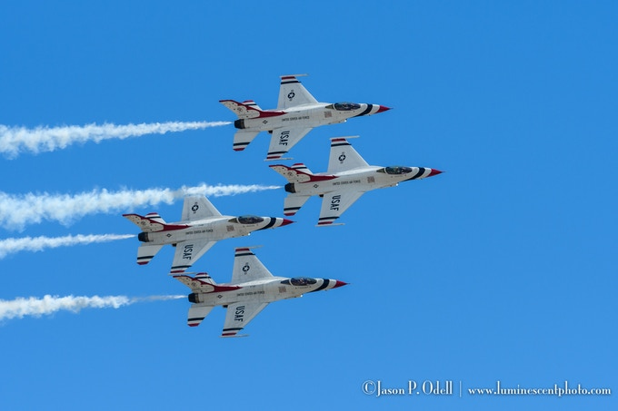 Aviation photographers will love the smooth tracking afforded by the (BIF) BullsEye