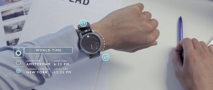 When you travel, LunaR can show you 2 time zones: your local time (displayed through LED) and home time (displayed on hands).