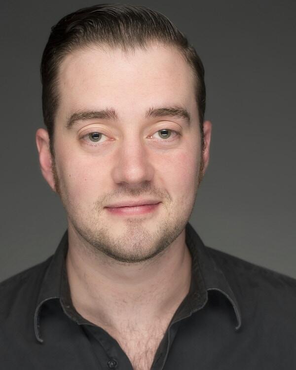 Les is portrayed by Adam Elliott Davis.