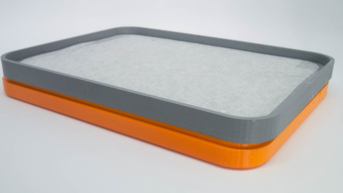 The top lid can be stored under the bottom case