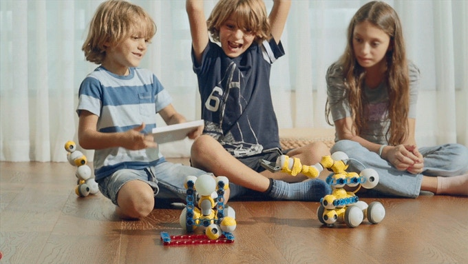 Build robots and learn coding through play