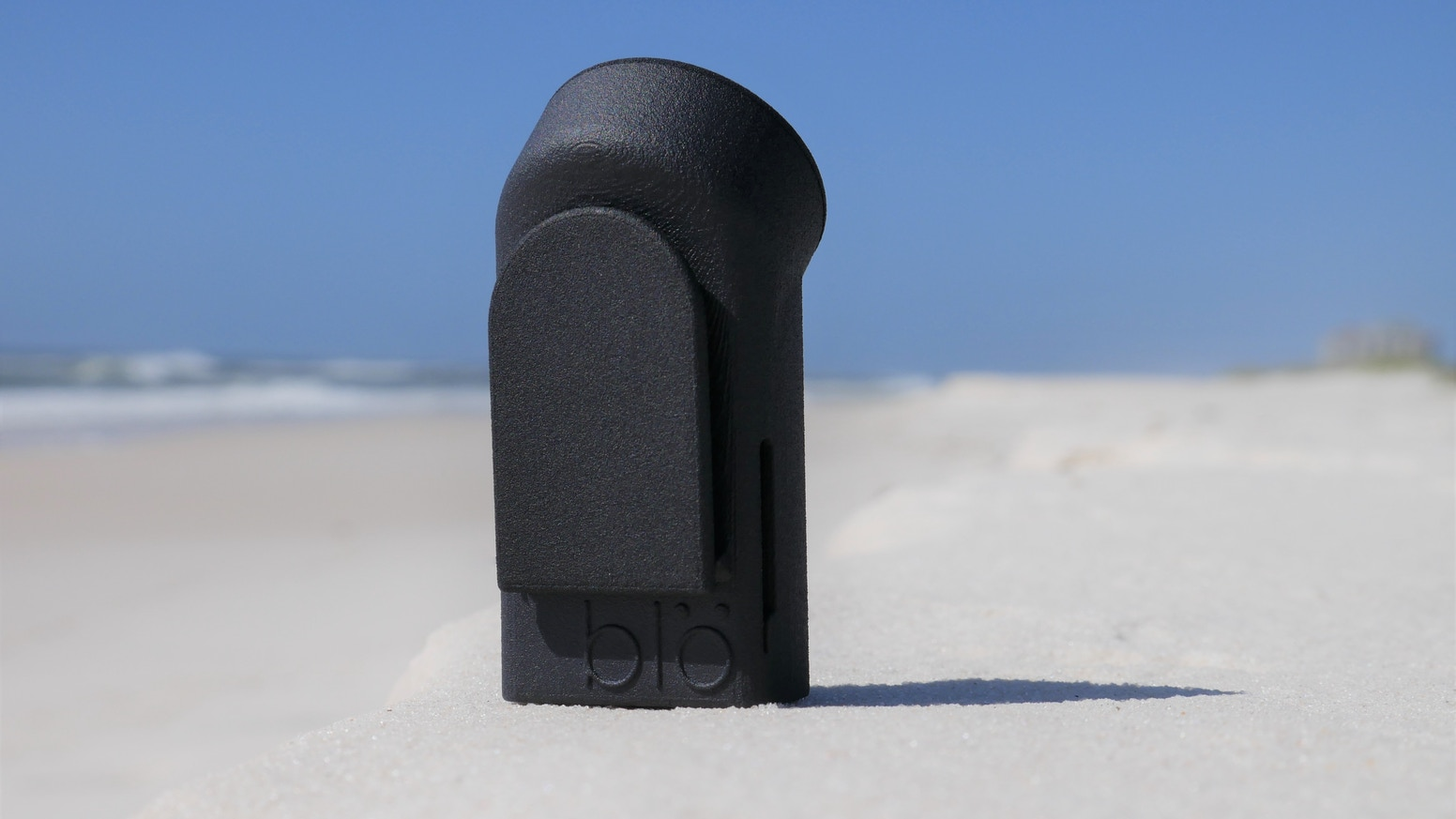 blö is a patent pending cooling device that is small, lightweight, and rechargeable. It's also a small, portable diffuser!