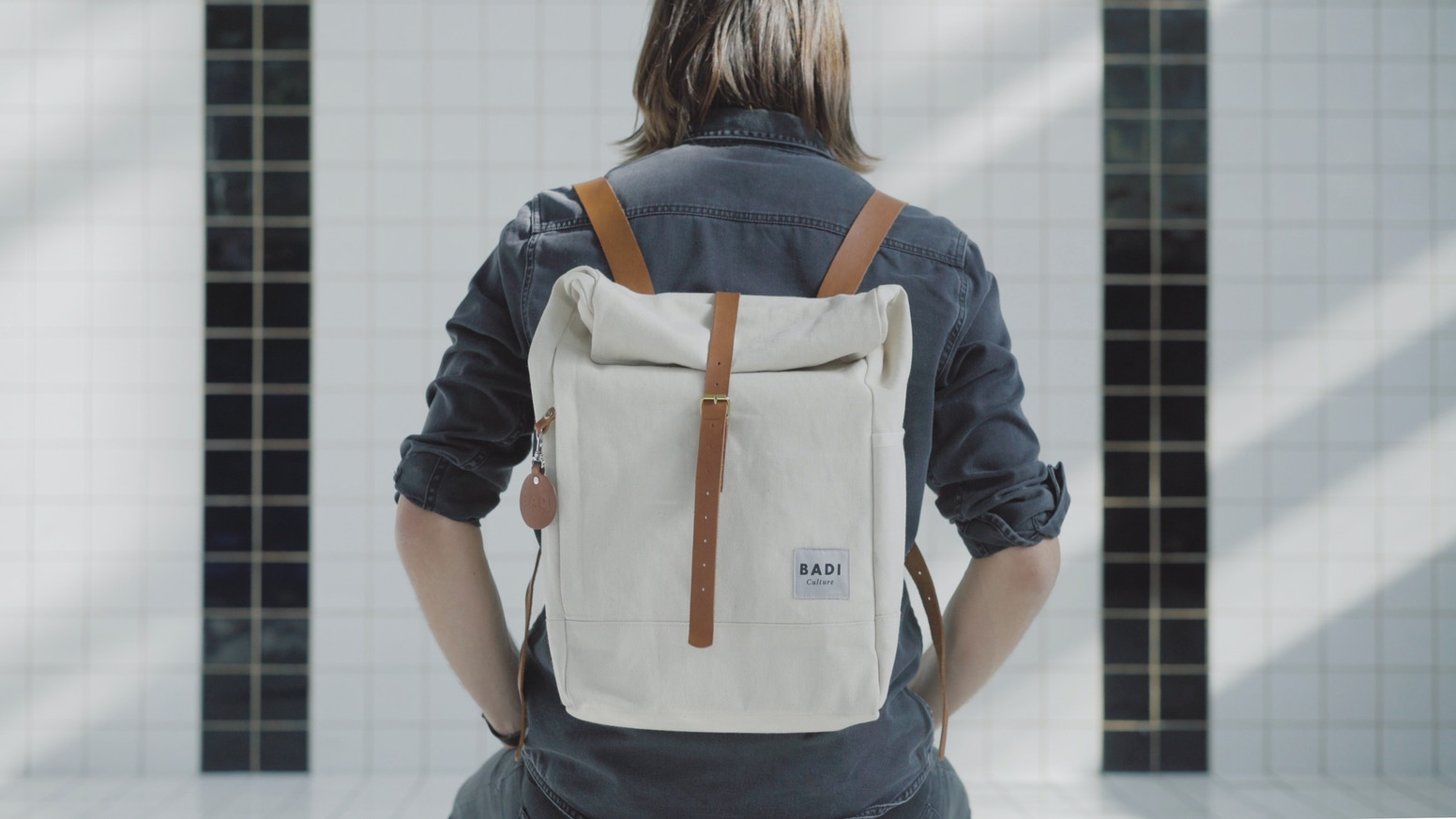 This is a simple and functional backpack. I've reduced it to be useful, so you can wear it everyday for every situation. Just stunning!