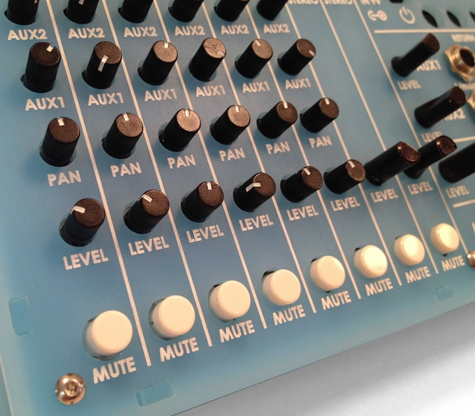 All knobs have white indicator lines