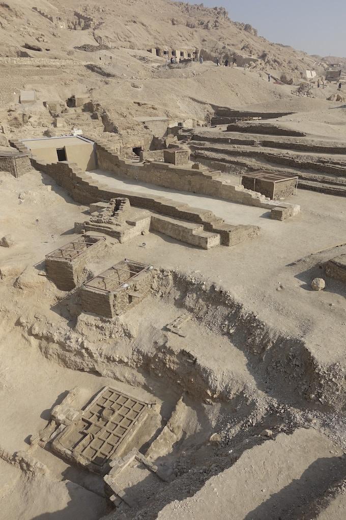 En la campaña 17ª excavaremos la gran tumba y el jardín funerario del año 2000 a.C. / In the 17th campaign we will excavate the great rock-cut tomb and garden of 2000 BC.