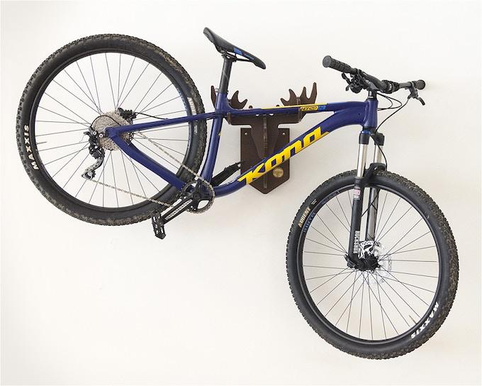 Medium mountain bike with wide handlebars