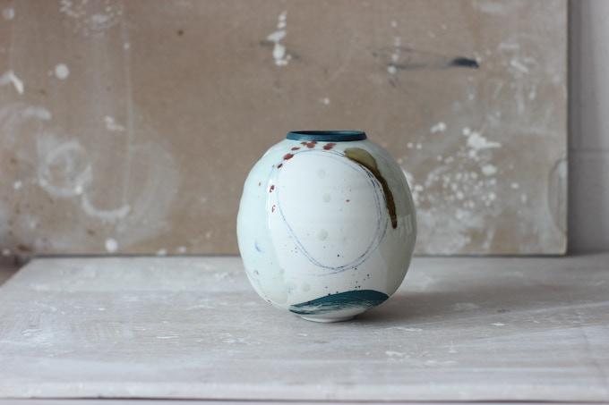 Small Round Pot (£250 pledge)