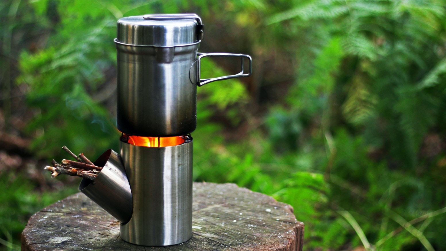 A compact outdoor cooking set that you can use everywhere you travel.