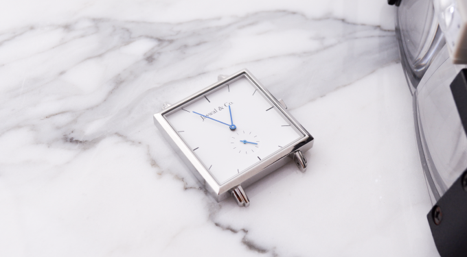 We designed the watch case to be thin and lightweight so that it can be worn everyday without getting in the way.