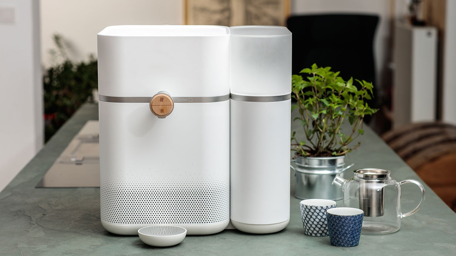 Mitte replaces bottled water with a smart home water system. Create drinking water pure and enhanced with minerals.